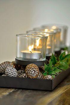 Kerzentablett! Es muss nicht immer ein Adventskranz sein. Unser schönes Kerzentablett aus schwarzem Eisen und vier Glaseinsätzen ist eine gelungene Alternative zu klassischen Kränzen. Vielseitige Dekorationsmöglichkeiten je nach Jahreszeit oder Anlass. Nicht nur im Advent ein Hingucker!