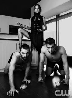 """America's Next Top Model -- """"The Guy who Gets a Weave"""" pictured left to right: Phil, Jeremy and Alessandra Ambrossio (standing) Cycle 20 Photo: Sarah Silver/Pottle Productions Inc ©2013 Pottle Productions Inc. All Rights Reserved."""