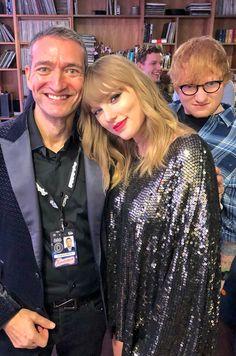 Ed Sheeran: professional photobomber
