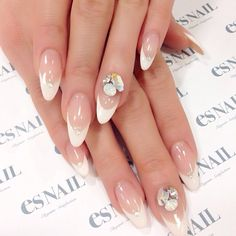 #nail#nails#nailart#naildesign#esnail#esnail_shibuya#gelnail#ネイル#エスネイル#ジェルネイル#frenchnail#french#white#simple#swalovski#pinkwhite#フレンチネイル#フレンチ#ラインストーン#ビジュー#白