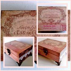 15 x 10 x 5,5 cm-es ládikó lábakkal, gyönyörű vintage dombormintával, ezüstlakkal és csipkével díszítve. 3,500 Ft