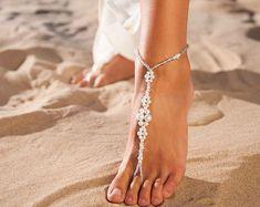 Barfuss Sandalen Perlen barfuss Sandalen Braut Hochzeit Fuß Schmuck Kristall und Perle Strandhochzeit barfuss Sandalen Bridal Zubehörschuhe
