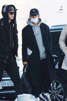 <3 Chanyeol & Baekhyun airport fashion!