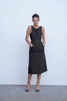 Midi Pinafore Dress, Denim Pinafore, Overall Skirt, Denim Overall Dress, Leopard Outfits, Salopette Jeans, Poplin Dress, Striped Linen, Black And White