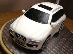 G Cake Joe AUDI SQ5 A vendre AUDI SQ5 blanc, toutes options, faible kilométrage, état neuf. Réalisée pour un admirateur de la marque aux quatre anneaux. Ce gâteau est composé d'une génoise au chocolat et d'une ganache chocolat blanc goût fraise. Recouvert...