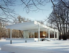One of the most significant of Mies works, the Farnsworth House in Plano, Illinois, was built between 1945 and 1951 for Dr. Edith Farnsworth as a weekend retreat. The home embraces his concept of a strong connection between structure and nature, and may be the fullest expression of his modernist ideals.#dwell #moderndesign #modernarchitecture