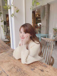 Sakura Miyawaki, Pink Envelopes, Yu Jin, Cute Poses, My Idol, Hkt48, Instagram Pose, Woozi, Journalling