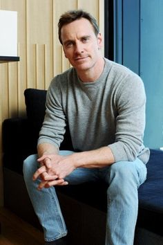 Michael Fassbender in Japan to promote 'Assassin's Creed' Movie Michael Fassbender And Alicia Vikander, James Mcavoy Michael Fassbender, Handsome Actors, Hot Actors, Tom Hiddleston, Cherik, Film Images, Pretty Men, Steve Jobs