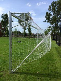 Op speciaal verzoek het doel geanodiseerd i.p.v. wit gepoedercoat. Model VD111 senioren-voetbaldoel met opklapbare netbeugel