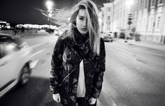 Valeria Bliok Photographer : Фото blond girl, city, speed, black and white
