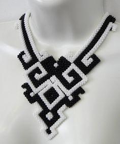 Maxi Colar Preto e Branco Geométrico