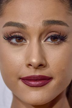 ariana grande Close-Up 01 - Skin Care Beauty Secret Celebrity Makeup Transformation, Celebrity Makeup Looks, Celebrity Faces, Ariana Grande Make Up, Ariana Grande Fotos, Bts Without Makeup, Miley Cyrus, Insta Makeup, Eye Makeup