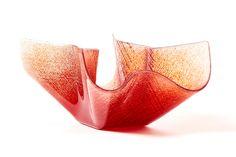 LATTIMO | DECOR Svuotatasche rosso - smeraldo, complemento vitreo disponibili in diverse gradazioni cromatiche, realizzato artigianalmente. Glass vase, made in Italy.