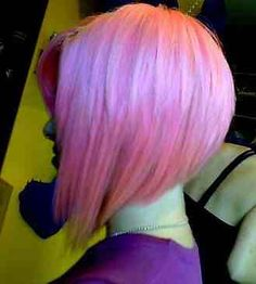 This is a pink graduated bob haircut. Whats the difference between an A-Line, Graudated Bob, Inverted Bob and Asymmetrical Bob? Read about these different types of bobs on HolleewoodHAIR.com