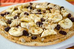 BREAKFAST PIZZA: PEANUT BUTTER BANANA, A GF breakfast pizza, featuring the sweet flavor of cooked bananas combined with warm peanut butter on a crispy crust - a delicious way to start the day Gourmet Breakfast, Egg Recipes For Breakfast, Banana Breakfast, What's For Breakfast, Breakfast Pizza, Perfect Breakfast, Delicious Vegan Recipes, Vegan Meals, Peanut Butter Banana