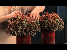 Hydrangea-Workshop mit Topflorist Gary Loen - YouTube Christmas Wreaths, Christmas Decorations, Holiday Decor, Hortensien Arrangements, Arte Floral, Gerbera, How To Dry Basil, Fall Decor, How To Look Better