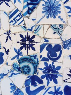 55 Beautiful Pool Mosaic Ceramic Tiles Ideas - About-Ruth Blue Mosaic, Mosaic Art, Blue Tiles, Gaudi Mosaic, Mosaic Crafts, White Tiles, Love Blue, Blue And White, Textures Patterns