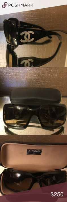 4175fdcf758 Chanel black sunglasses with mother of pearl CC Chanel black sunglasses with  mother of pearl CC. Please note the frame is cracked on the top right inner  ...