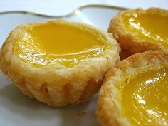 Egg tart - Hong Kong style from link is below the picture Asian Desserts, Easy Desserts, Dessert Recipes, Baking Desserts, Baking Recipes, Breakfast Recipes, Tart Recipes, Sweet Recipes, Asian Recipes