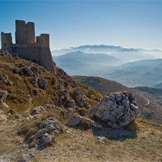 Per la Pasquetta Vi suggeriamo un'escursioni a #Rocca Calascio in #Abruzzo  #Incantea Resort