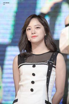 #Sejeong #gugudan #세정 #김세정 #구구단 South Korean Girls, Korean Girl Groups, Kim Chungha, Drama School, Jellyfish Entertainment, Idol, Abs, Actresses, Female