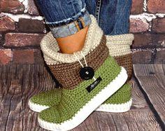 Crochet boots Uki-Crafts- Sand-Crochet Boots for the Street Folk Tribal Boots Boho 3 COLOR Crochet Home, Love Crochet, Knit Crochet, Crochet Slipper Boots, Crochet Slippers, Crochet Clothes, Diy Clothes, Flip Flop Sandals, Shoes Sandals