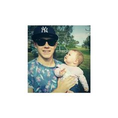 Niall holding a baby! ❤ liked on Polyvore featuring one direction, niall, niall horan, 1d and baby
