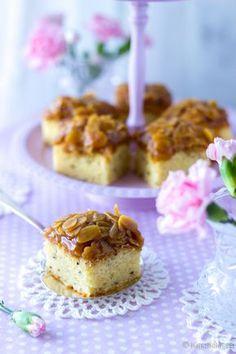 Mehevä toscakakku by Kinuskissa Fika, Croissants, Something Sweet, Coffee Break, Yummy Cakes, Sweet Tooth, Cheesecake, Cupcakes, Candy