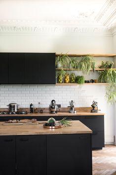Loft Kitchen, Kitchen Room Design, Modern Kitchen Design, Home Decor Kitchen, Interior Design Kitchen, Kitchen Ideas, Black Kitchens, Home Kitchens, Kitchen Black