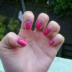 Pink Nails #NailPolishAddict #DIYMani #Nails #NailPolish #Manicure #Mani #Esmalte #EsmaltedeUñas #Uñas #NailArt #NailCreation #ILoveNails #Pink #Gem #misfitznails