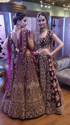 Trending - chi wedding outfits bridal lehnga in 2019 индия. Indian Bridal Outfits, Indian Designer Outfits, Indian Dresses, Indian Wedding Lehenga, Pakistani Bridal Wear, Bollywood, Saris, Lehenga Collection, Bridal Collection
