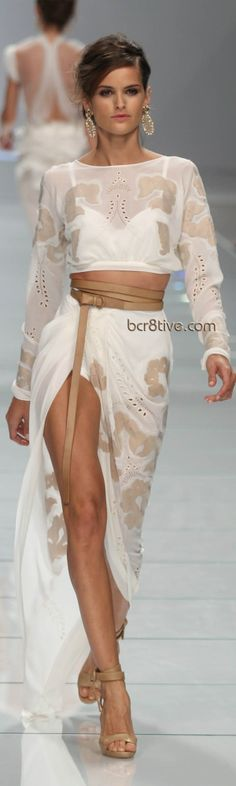 Ermanno Scervino Spring Summer 2012 Ready to Wear I just love this look! Look Fashion, Runway Fashion, High Fashion, Womens Fashion, Fashion Design, Style Haute Couture, Gowns Couture, Mein Style, Ermanno Scervino