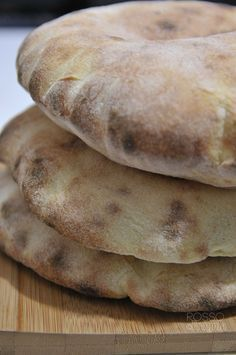 Arabic bread or homemade pita Arabic Bread, Focaccia Pizza, Wine Recipes, Cooking Recipes, Pan Relleno, Bread And Pastries, Sweet And Salty, Bread Baking, Finger Foods