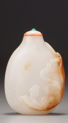 A WHITE AND RUSSET JADE 'CHILONG' SNUFF BOTTLE<br>POSSIBLY IMPERIAL, QING DYNASTY, LATE 17TH - EARLY 19TH CENTURY | lot | Sotheby's