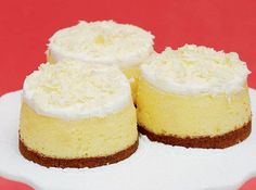 A heavenly white cheesecake with nougat bits from real Toblerone. Toblerone Cheesecake Recipe, Toblerone Cake, Toblerone Chocolate, Cheesecake Recipes, Dessert Recipes, Tart Recipes, Just Desserts, Delicious Desserts, Grapefruit Cake