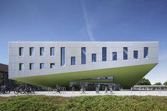 © Jens Kirchner. http://www.ilikearchitecture.net/2014/07/horsaalgebaude-osnabruck-benthem-crouwel-architects/