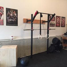 DIY ideas on how to turn your garage into the ultimate man cave. Man Cave Posters, Garage Floor Plans, Home Bar Accessories, Beach Wedding Centerpieces, Basement Inspiration, Garage Gym, Basement Gym, Chest Muscles, Man Cave Home Bar