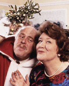 Keeping Up Appearances -- Christmas w/ Hyacinth! British Tv Comedies, British Comedy, British Actors, Bbc Tv Shows, Movies And Tv Shows, Funny Sitcoms, English Comedy, Keeping Up Appearances, Comedy Tv