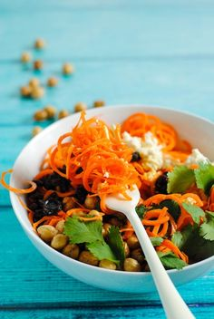 Spiralized Carrot & Crispy Chickpea Salad with Tahini Dressing - A ...