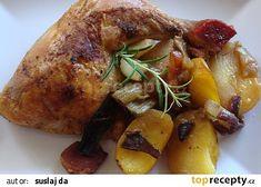 Kuře pečené na houbách, zelenině a bramborách recept - TopRecepty.cz Chicken Wings, Turkey, Meat, Food, Turkey Country, Essen, Meals, Yemek, Eten