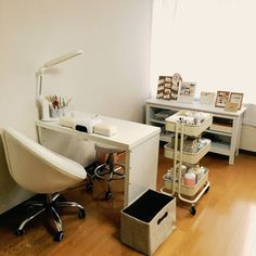 home nail salon ideas | small space ideas | nail technician rooms | nail station decor | salon flooring ideas