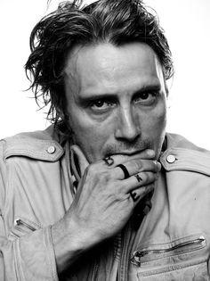 Picture of Mads Mikkelsen Mads Mikkelsen, Beautiful Men, Beautiful People, Film Trilogies, Hannibal Lecter, Hannibal Series, Hugh Dancy, Raining Men, Pretty People