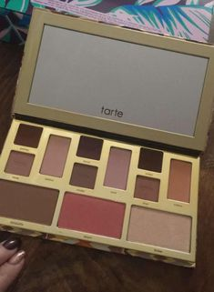 My Tarte Make-Up Bag Must-haves - Tarte Cosmetics range is cruelty-free and infused with super fruits, plant extracts, essential oils and other naturally Organic Skin Care, Natural Skin Care, Skin Line, Beauty Kit, Skin Care Remedies, Diy Skin Care, Makeup Tools, Good Skin, Best Makeup Products