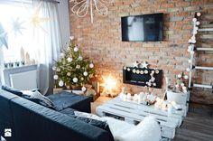 Surowe cegły również mogą wyglądać przytulnie! :) Wystarczy dobrać do wnętrza odpowiednie dodatki. W http://eurostandard.pl/ pomożemy Wam dobrać odpowiednie materiały do Waszego domu! Foto: http://www.homebook.pl/inspiracje/salon/260197_9design-pl-swiecace-girlandy-czyli-magiczna-dekoracja-swiateczna-i-nie-tylko-salon-styl-skandynawski