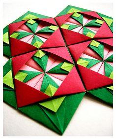 motif pattern by ShrinkyDee, via Flickr Origami Quilt, Origami Envelope, Origami And Kirigami, Christmas Origami, Origami Box, Origami Paper, Origami Wall Art, Origami Flowers Tutorial, Origami Models