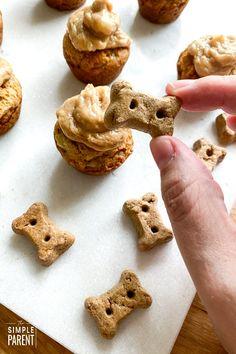 EASY Dog Cupcakes aka PUPCAKE recipe! • The Simple Parent Cupcakes For Dogs Recipe, Dog Cake Recipes, Dog Cupcakes, Dog Treat Recipes, Dog Food Recipes, Diy Dog Treats, Homemade Dog Treats, Healthy Dog Treats, Pupcake Recipe