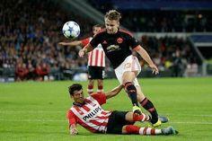 Koszmarna kontuzja piłkarza Manchesteru United w UEFA Champions League • Podwójne złamanie Luke'a Shawa • Wejdź i zobacz więcej >>