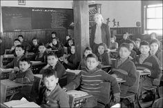 Fact finding commision In Canada: cultural genocide of the Inuits and Metis children Nuns and Priests. All Saints Indian Residential School, Lac-La-Ronge, Saskatchewan, maart Foto: Library and Archives Canada Residential Schools Canada, Indian Residential Schools, Canadian History, Us History, American History, American Symbols, American Women, Ancient History, American Art