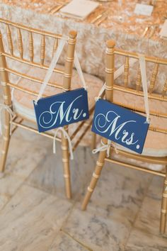 Mr and Mrs Chair Signs | photography by http://twomaries.com/