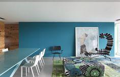 Contemporary apartment designed by São Paulo-based architects and interior design firm Studio Guilherme Torres.
